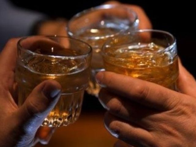 Почему муж пьет каждый день и становится агрессивным, причины пьянства, лечение в стационаре и на дому